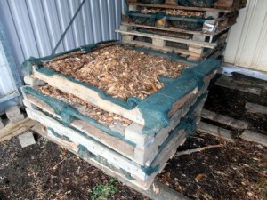 Pallet stacks with dried woodchip